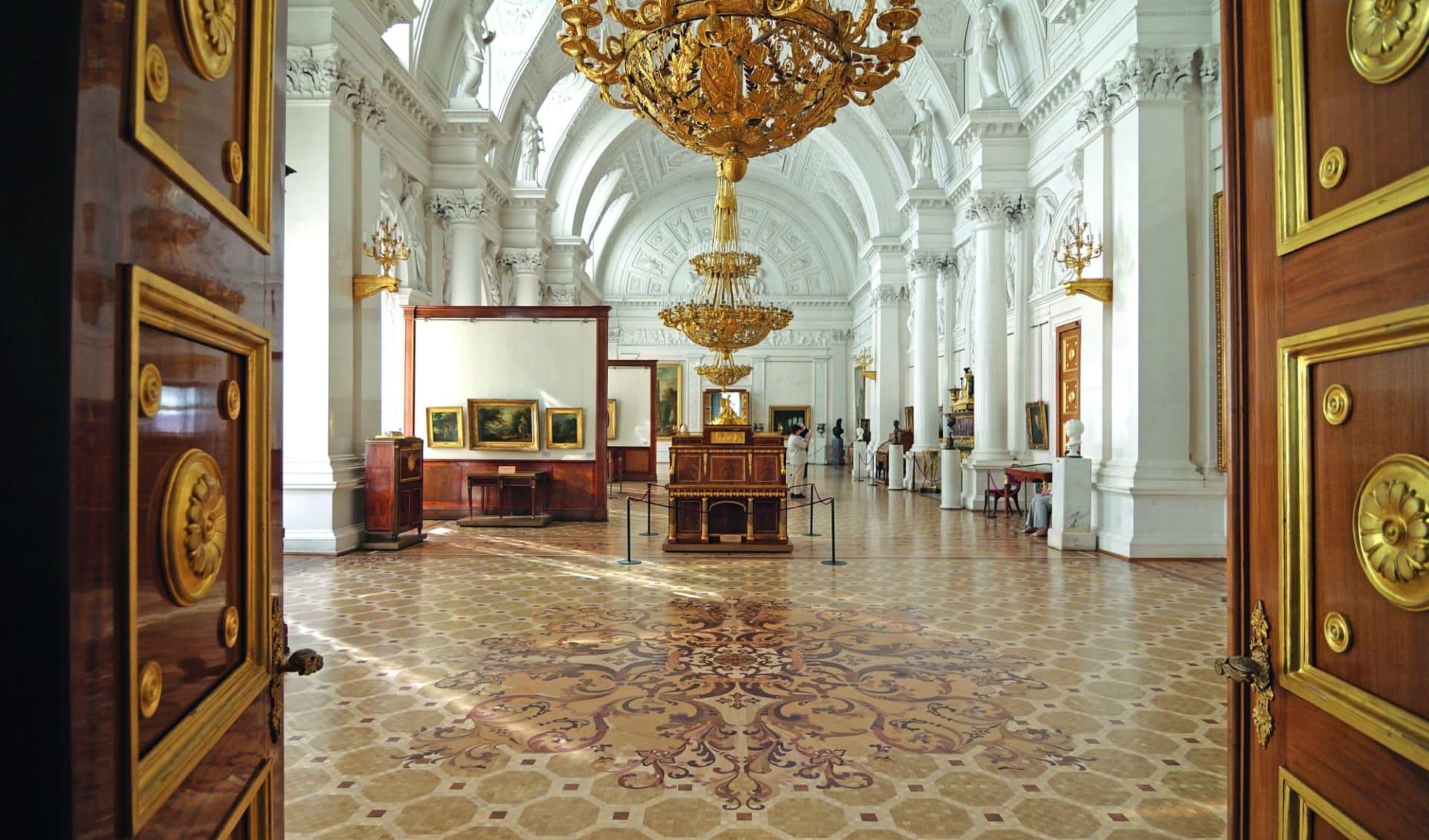 Golden Eagle, Luxuriös auf der Suche nach den Nordlichtern ab St. Petersburg: Russland_St_Petersburg_Eremitage_Winterpalast_shutterstock_64449244_tovovan