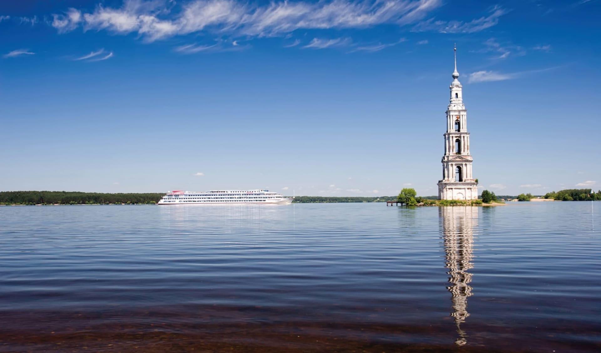 MS Thurgau Karelia, Von St. Petersburg über elf Flüsse und sieben Seen zum Weissen Meer: Russland_Wolga_Fluss_Flussfahrt_Kreuzfahrt_shutterstock_110424812_Pearl-diver