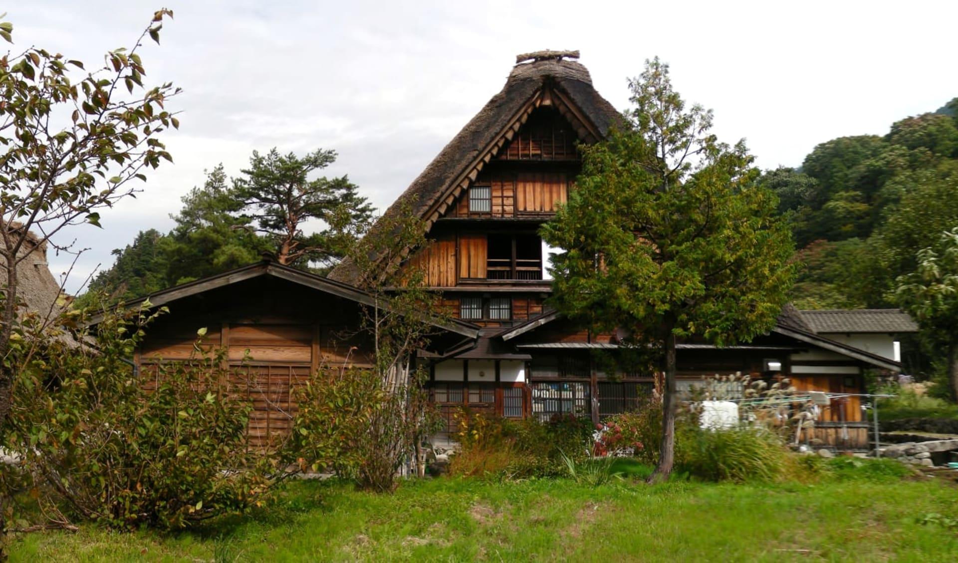 Kontrastreiches Japan ab Tokio: Shirakawago: traditional houses