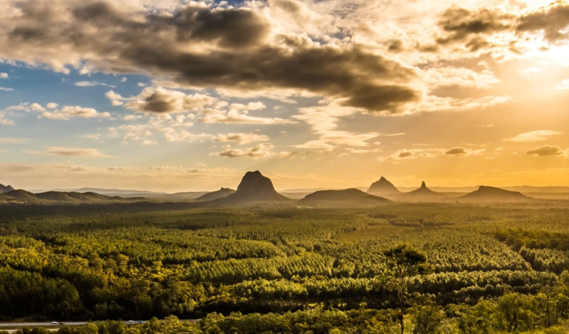 Glasshouse Mountains Ecolodge in Glass House Mountains: shutterstock_1105874996_Glasshouse Mountains_Panorama