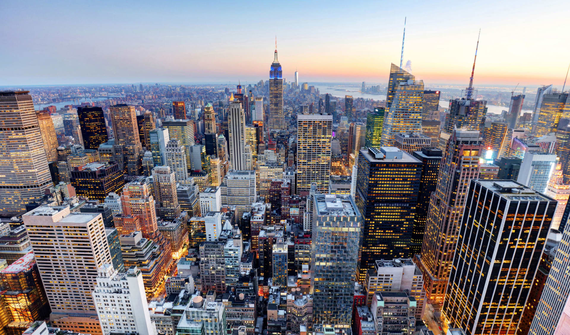 DoubleTree Suites by Hilton- Times Square in New York - Manhattan: shutterstock_1444834709_nyc