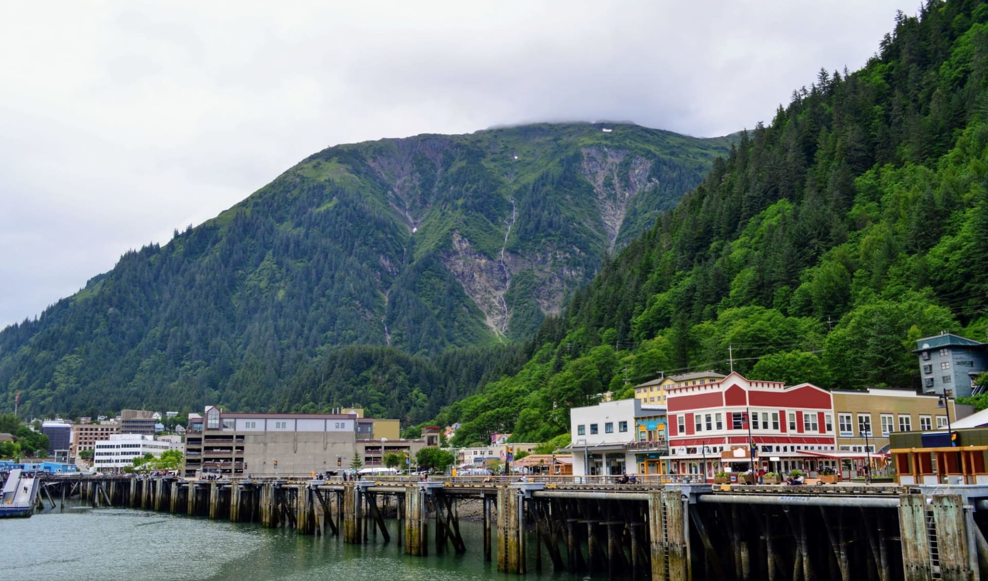 The Driftwood Hotel in Juneau: shutterstock_731916208_juneau