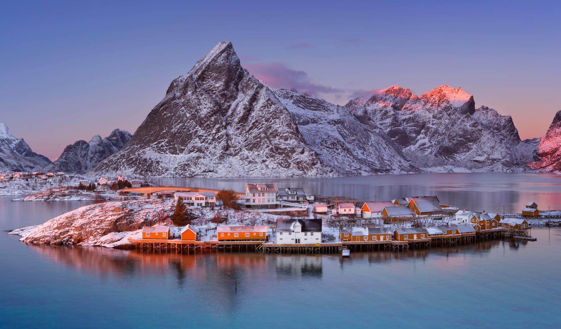 Dorf Reine am Lofoten in Nordnorwegen, Skandinavien