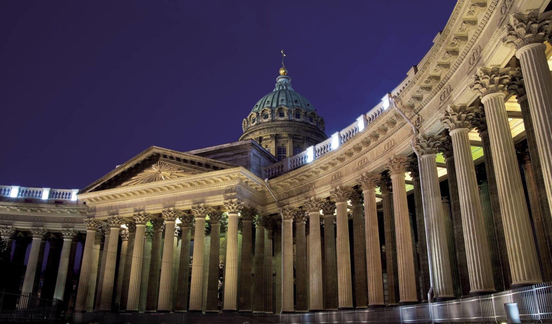 Golden Eagle, Luxuriös auf der Suche nach den Nordlichtern ab St. Petersburg: St. Petersburg Isaaks Kathedrale Abend