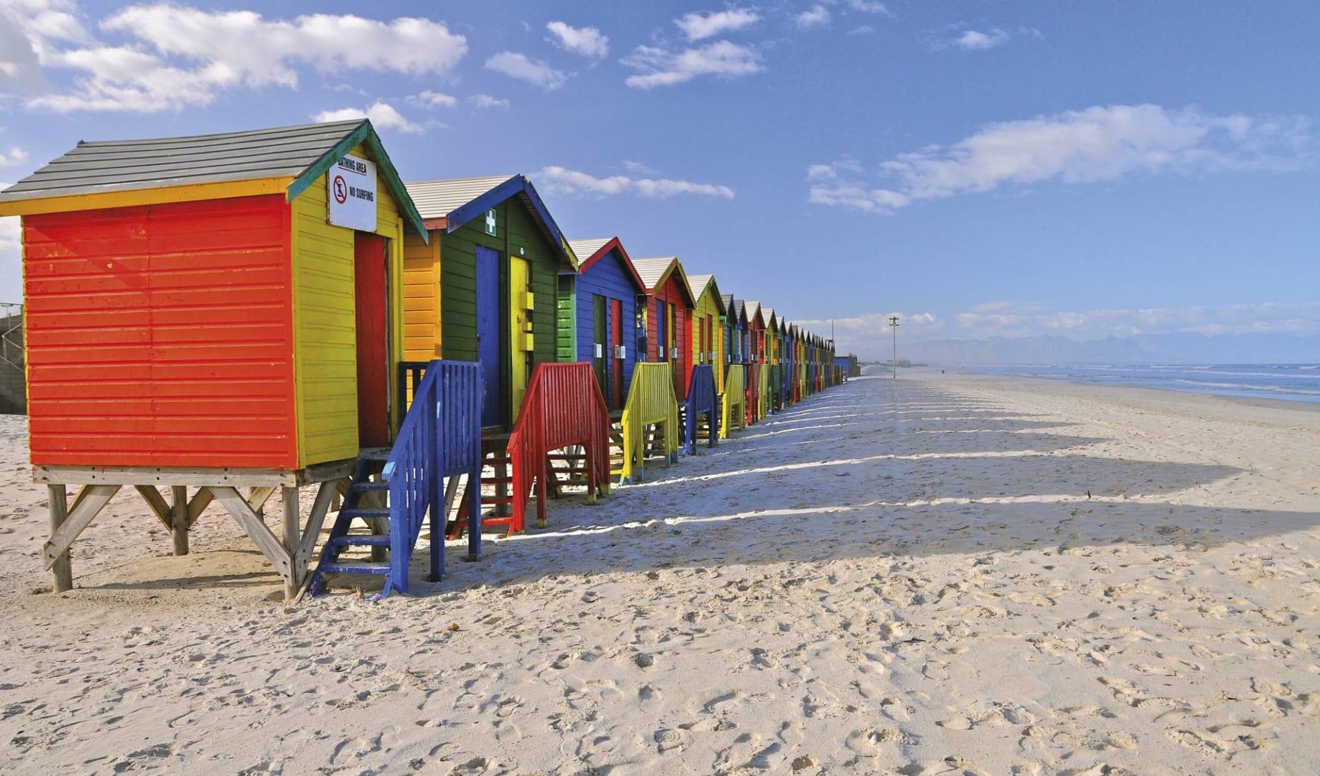 Kaléidoscope du Cap ab Kapstadt: Südafrika - Garden Route - Häuschen am Muisenberg Strand