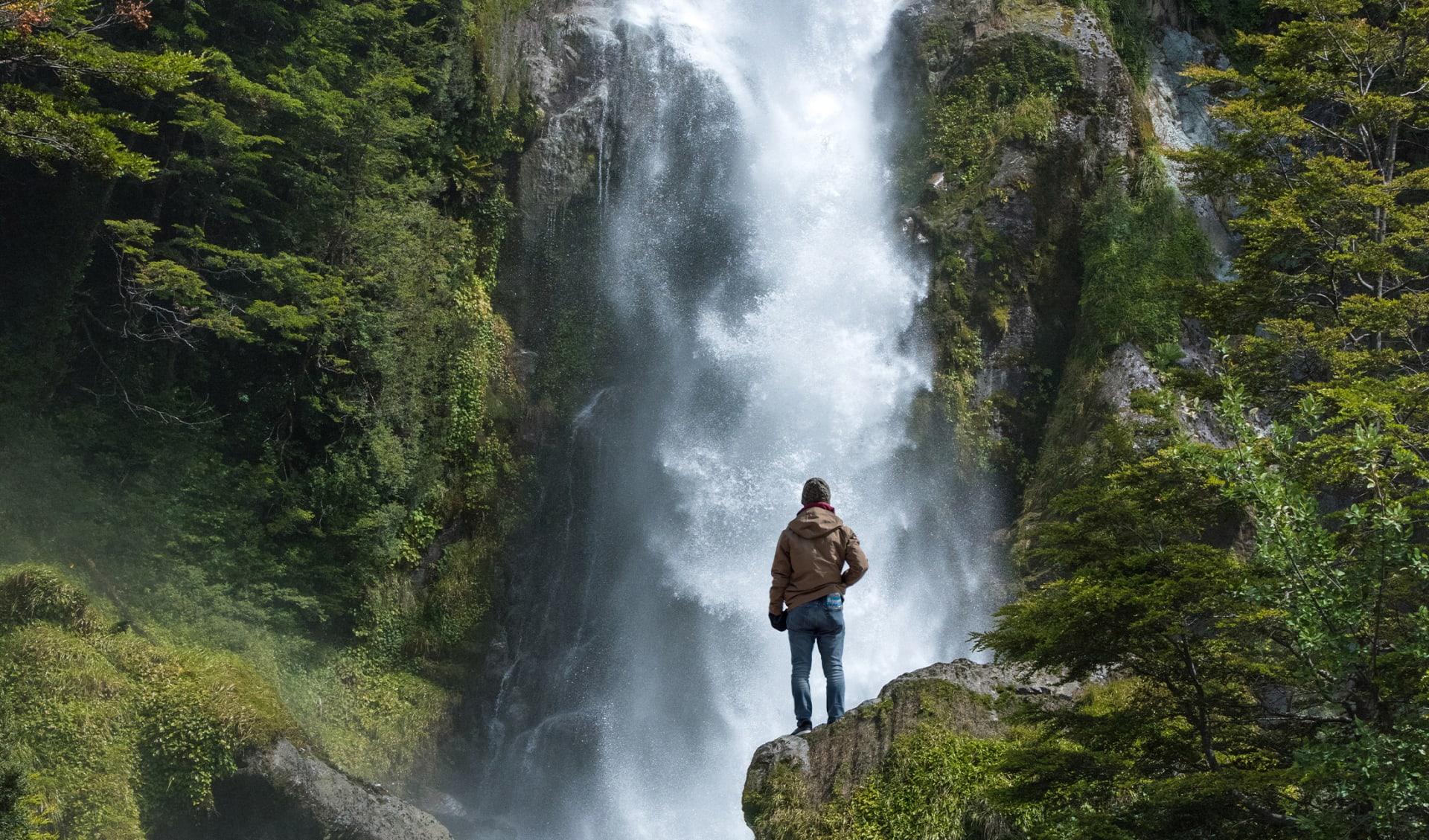Wasserfall in Patagonien, Trekking, Chile