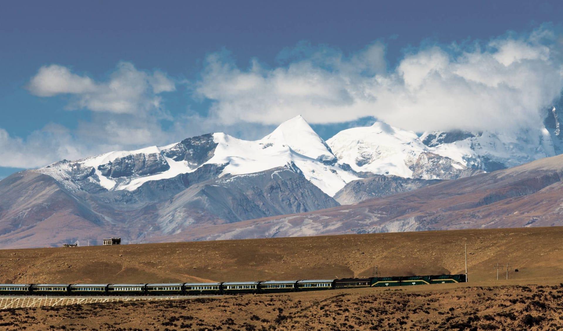 Spektakuläres Yunnan & Tibet ab Kunming: Tibet Train Nyenchen Tanglha Mountains