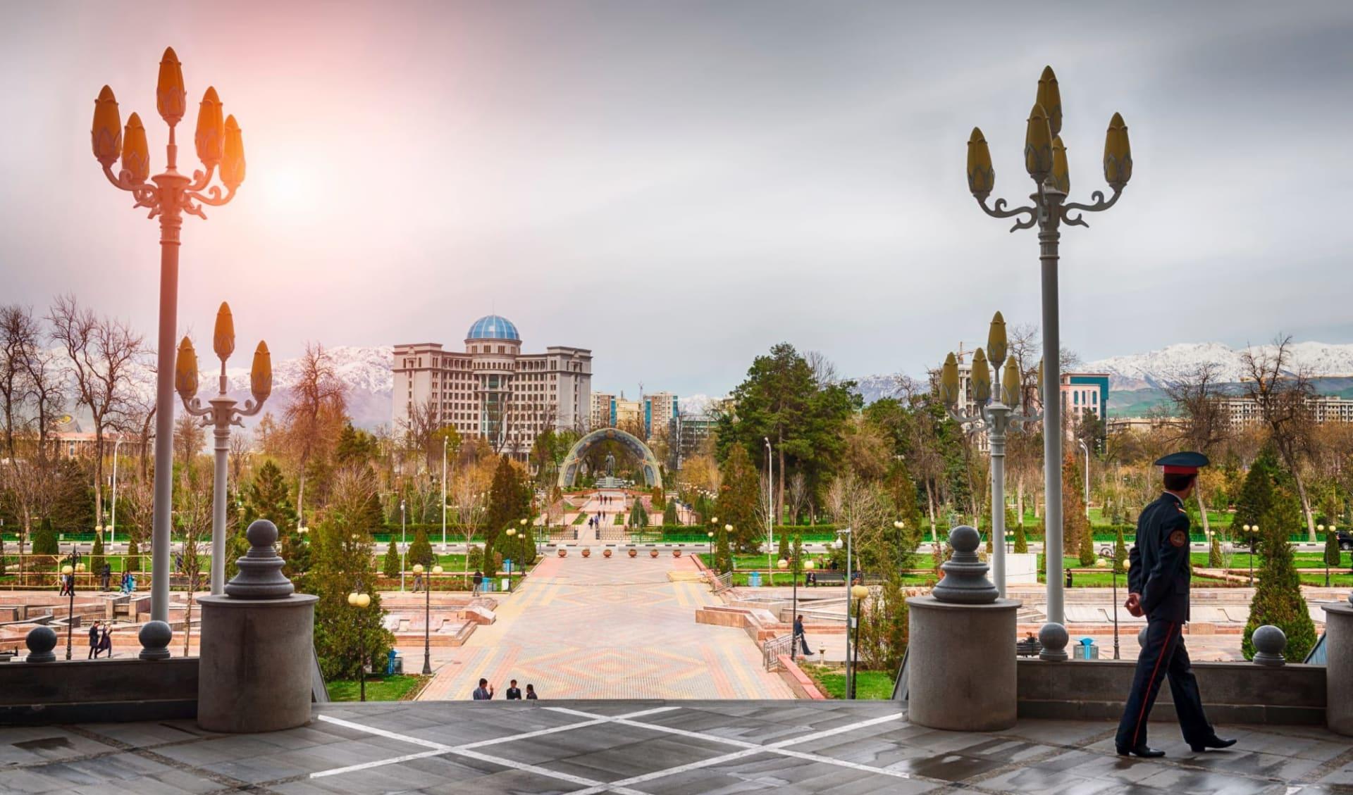 Unterwegs durchs Fan-Gebirge ab Duschanbe: TJ_Duschanbe_shutterstock_739439509_Truba7113