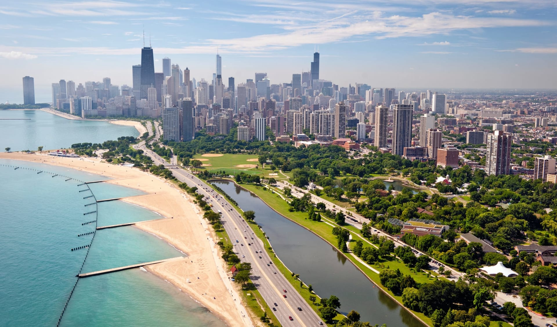Great Lakes Explorer ab Chicago: USA - Illinois - Skyline Chicago