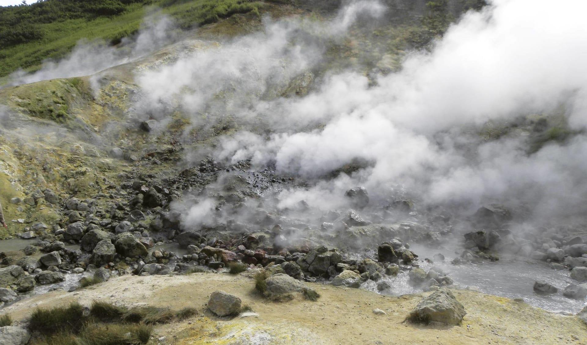 Wasser und Flammen ab Petropawlowsk-Kamtschatka: Vulkane, Geysire und Bären_Dachnye Quelle