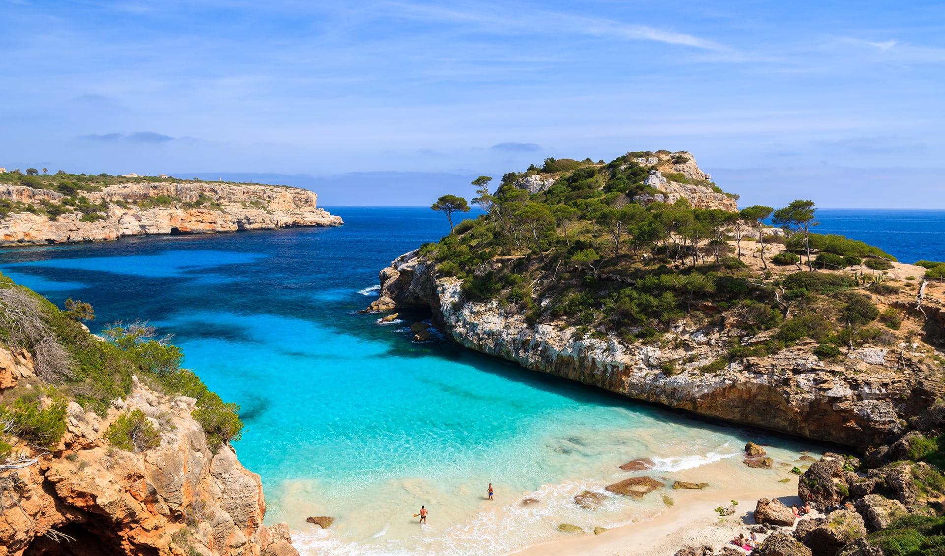 Badebucht mit Strand Mittelmeer