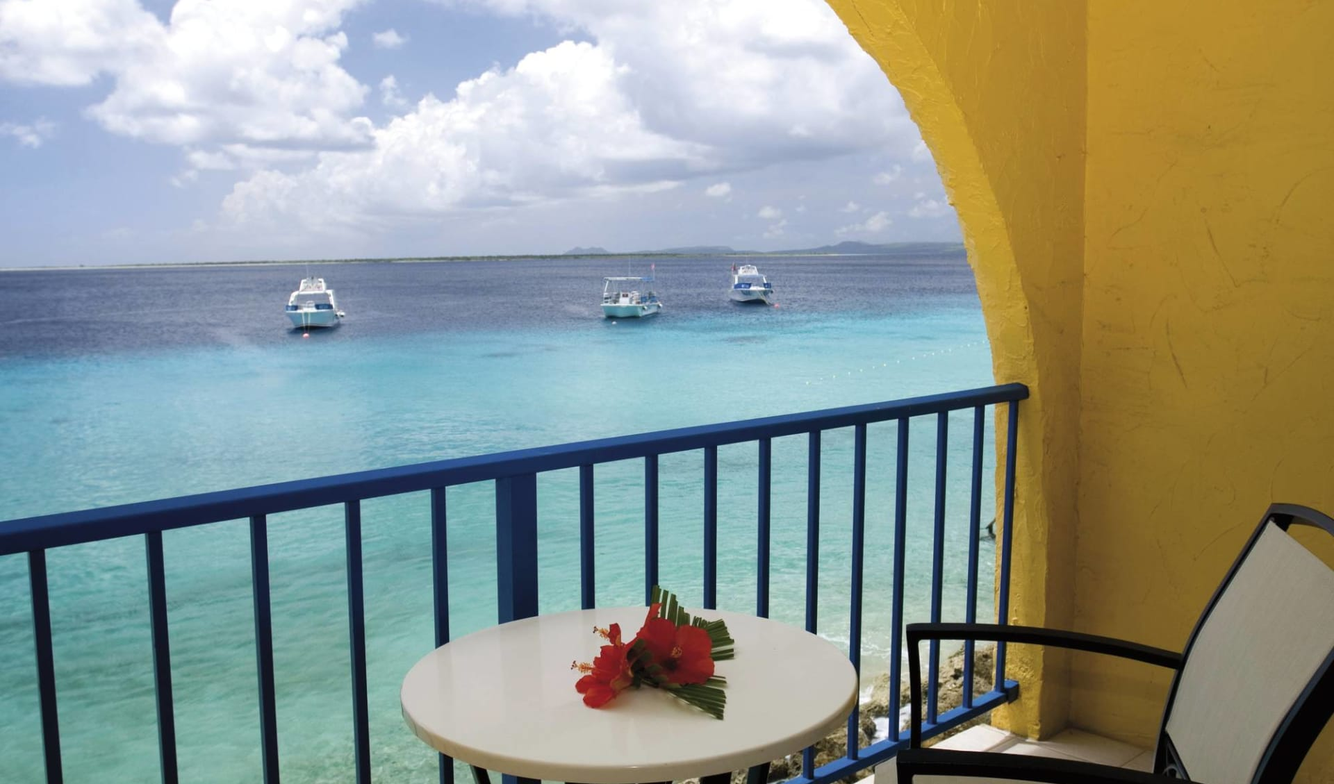 Divi Flamingo Beach Resort & Casino in Bonaire: zimmer divi flamingo beach resort and casino balkon meer