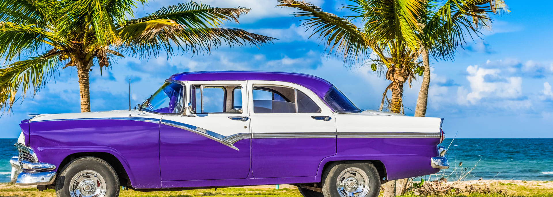 Havanna, Kuba - 30. Juni 2017: HDR - Amerikanisches Klassisches Auto auf dem Malecon in der Nähe des Strandes in Havanna Cuba - Serie Cuba Reportage