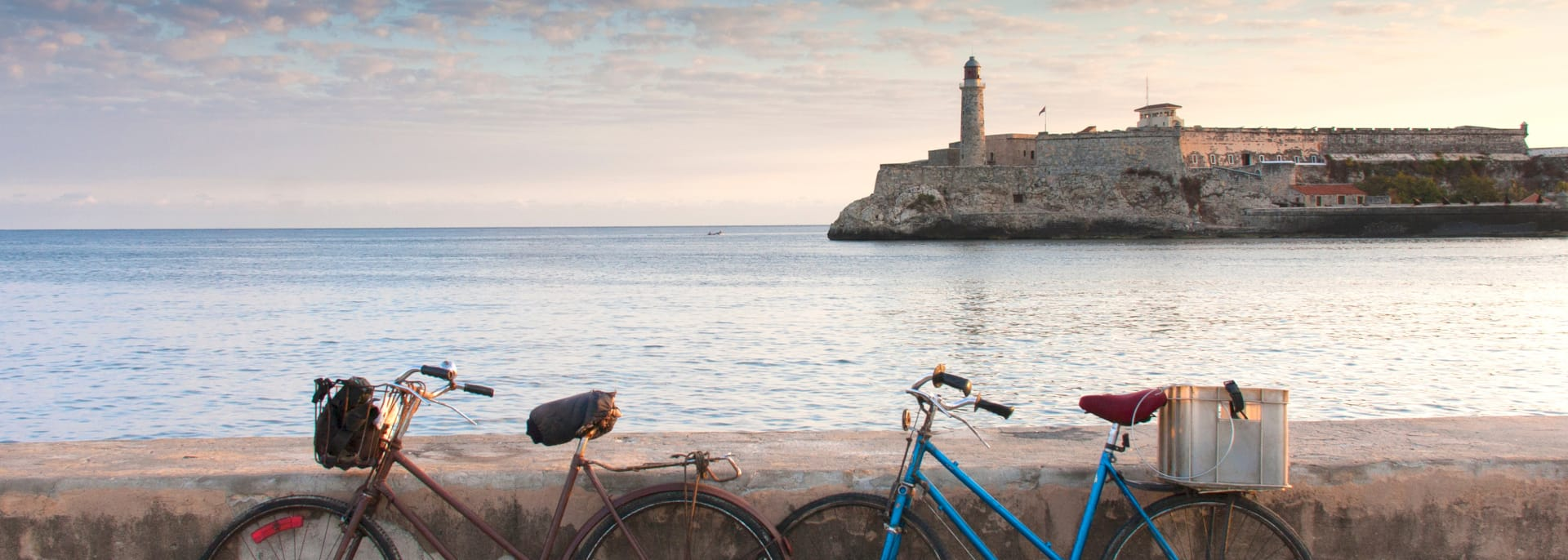 Bicycle ride with views of the Tres Reyes del Morro Castle