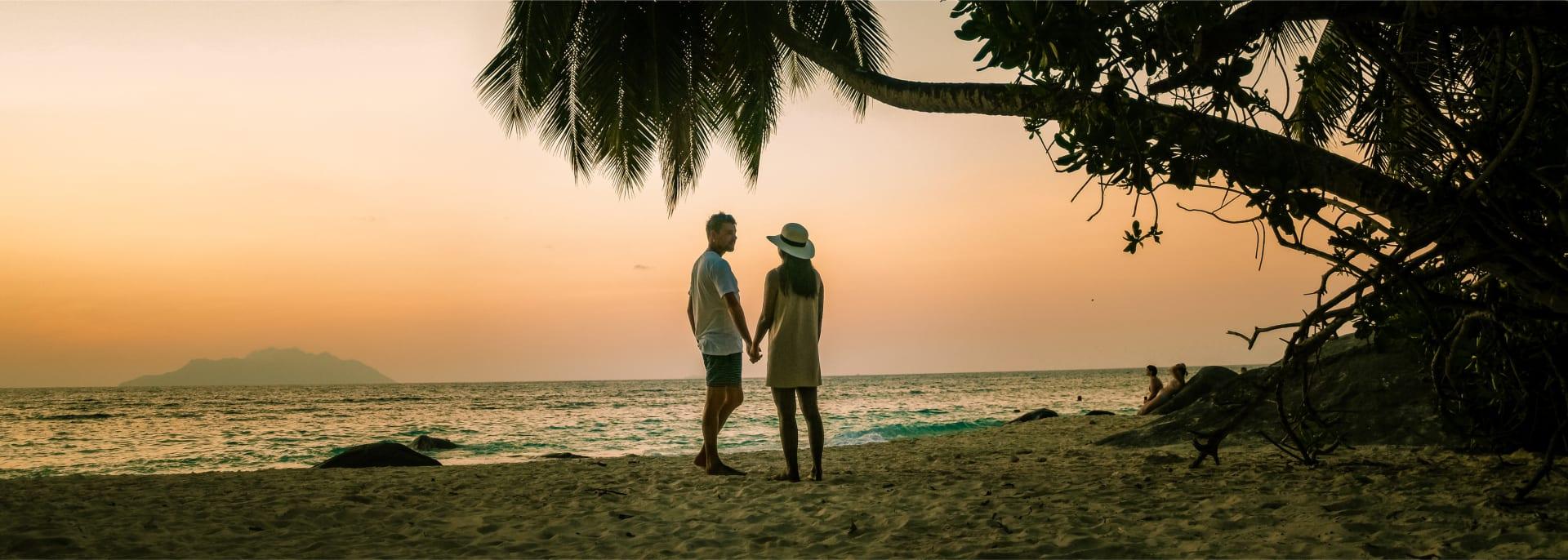Romantische Flitterwochen bei Sonnenuntergang, Seychellen