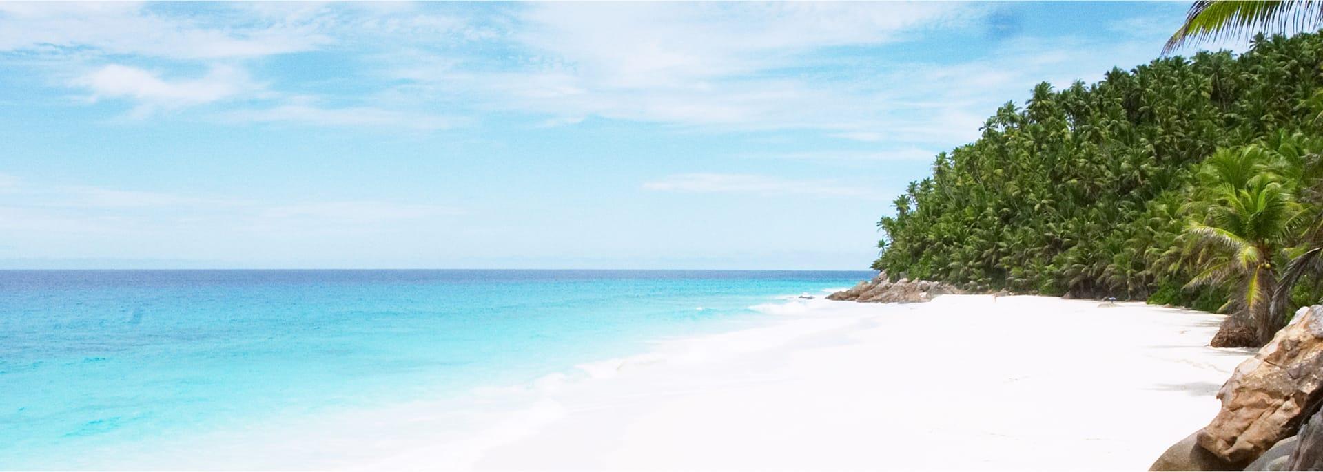 Weißer Sandstrand auf der Fregate Island, ein exklusives Resort im Indischen Ozean auf den Seychellen