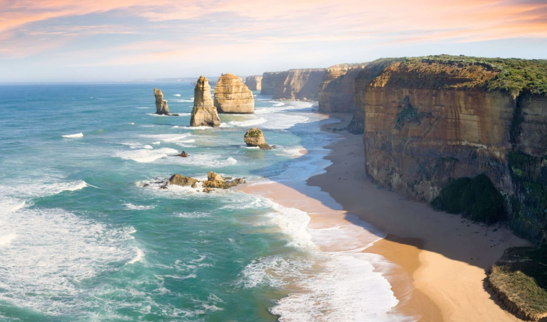 Magic Southern Explorer ab Melbourne: Great Ocean Road - 12 Apostles with colorful sky