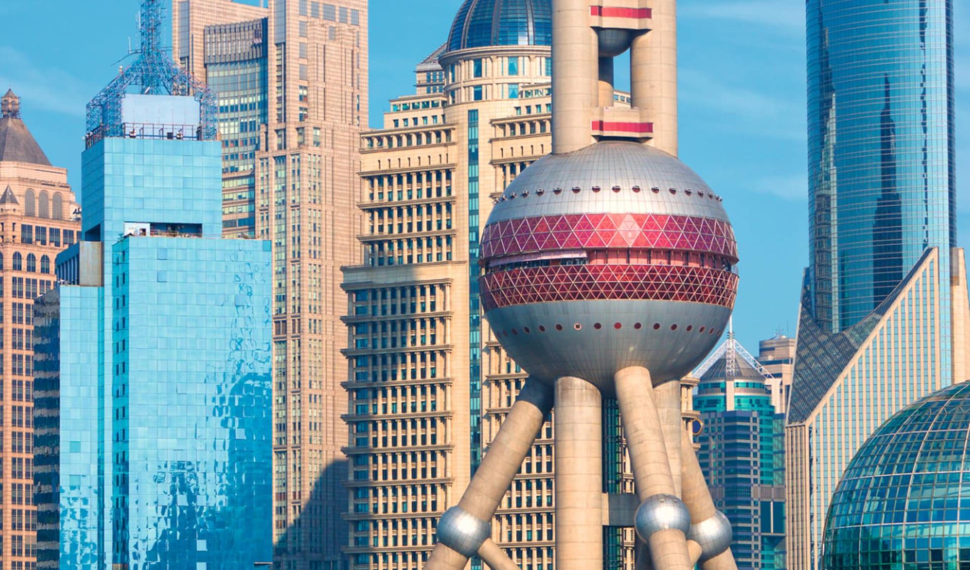 Privat, Über das Dach der Welt /D ab Shanghai: shutterstock_421177879-SHanghai
