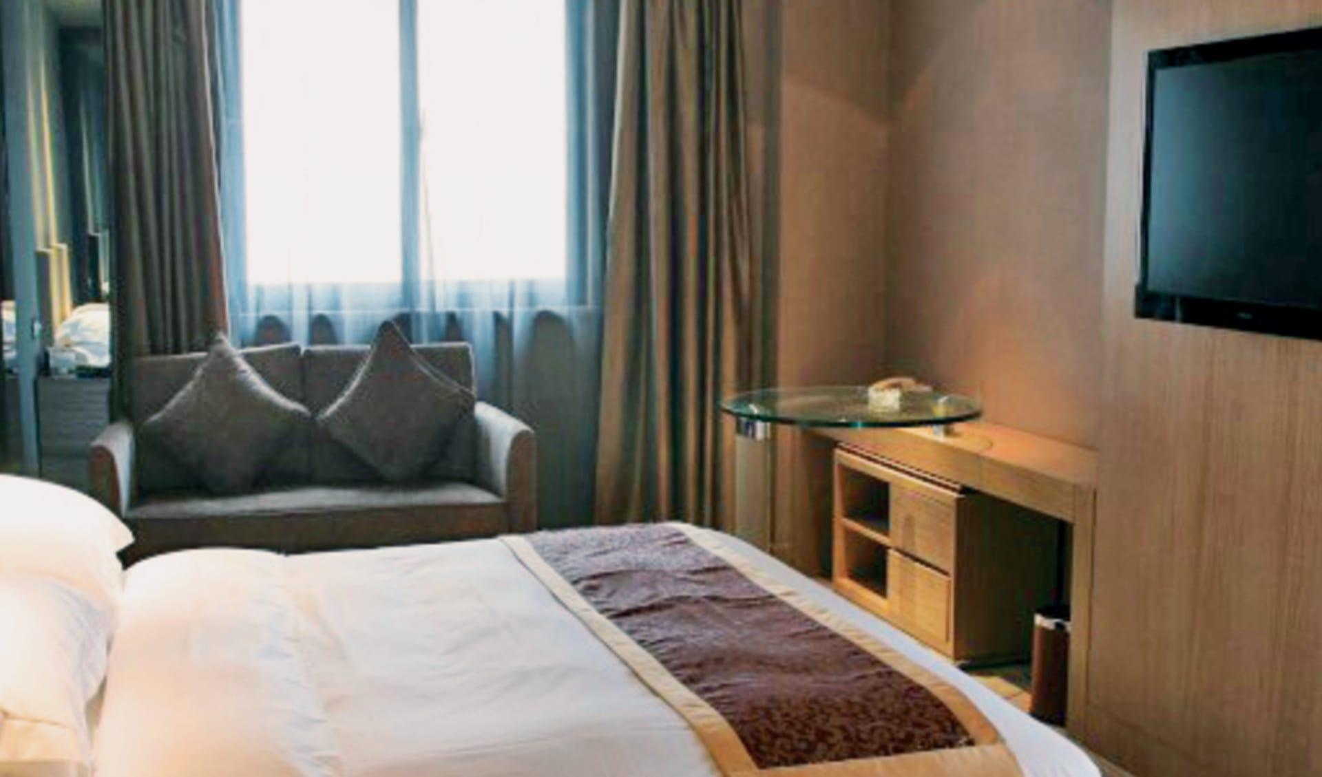 Hotel Ramada Bell Tower in Xian: Ramada-Xian-Bell-Tower-superior-king-room