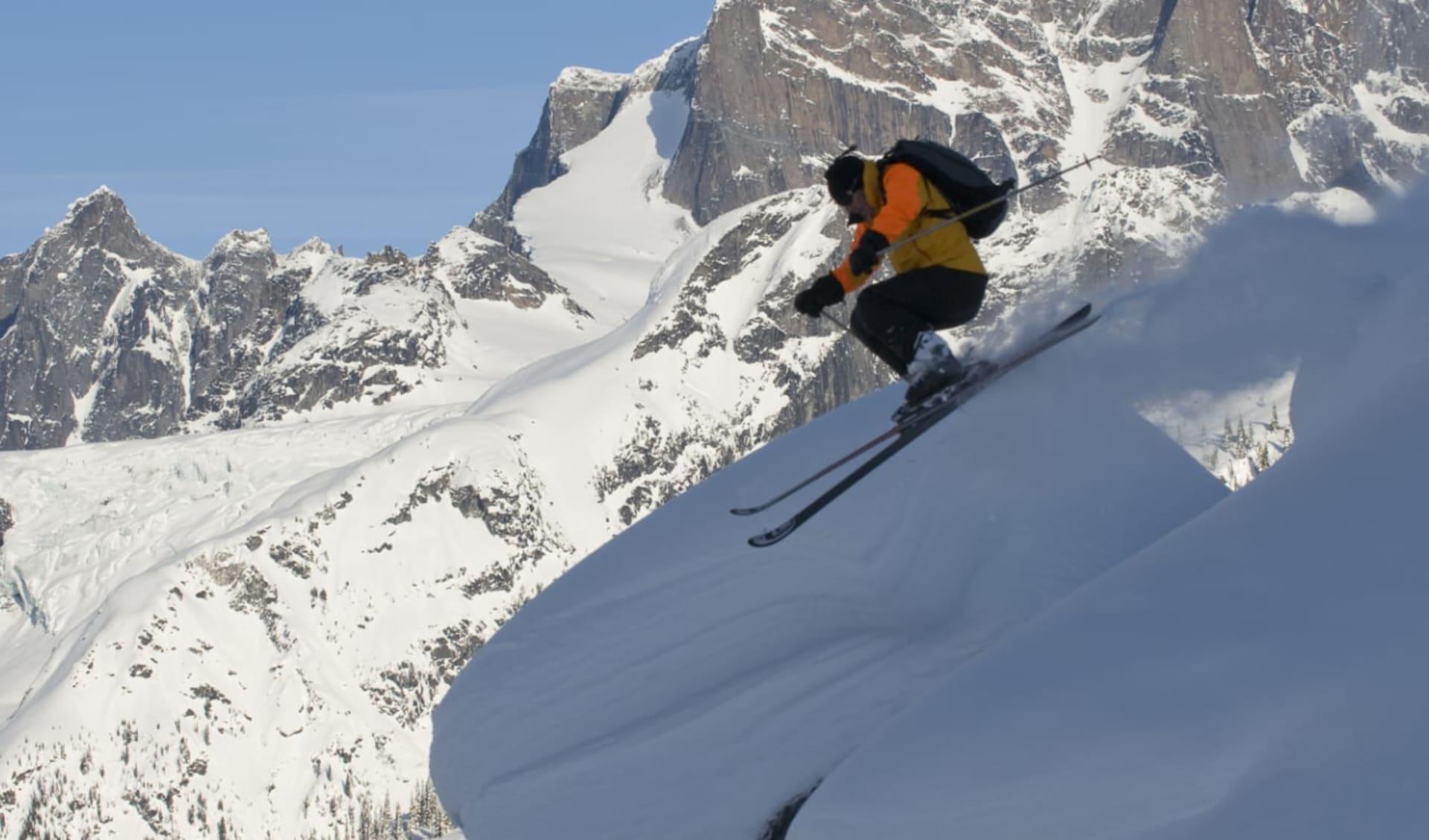 Adamants 7 Tage (CMH) ab Calgary: Kanada - CMH - Adamants - Skifahrer im Sprung