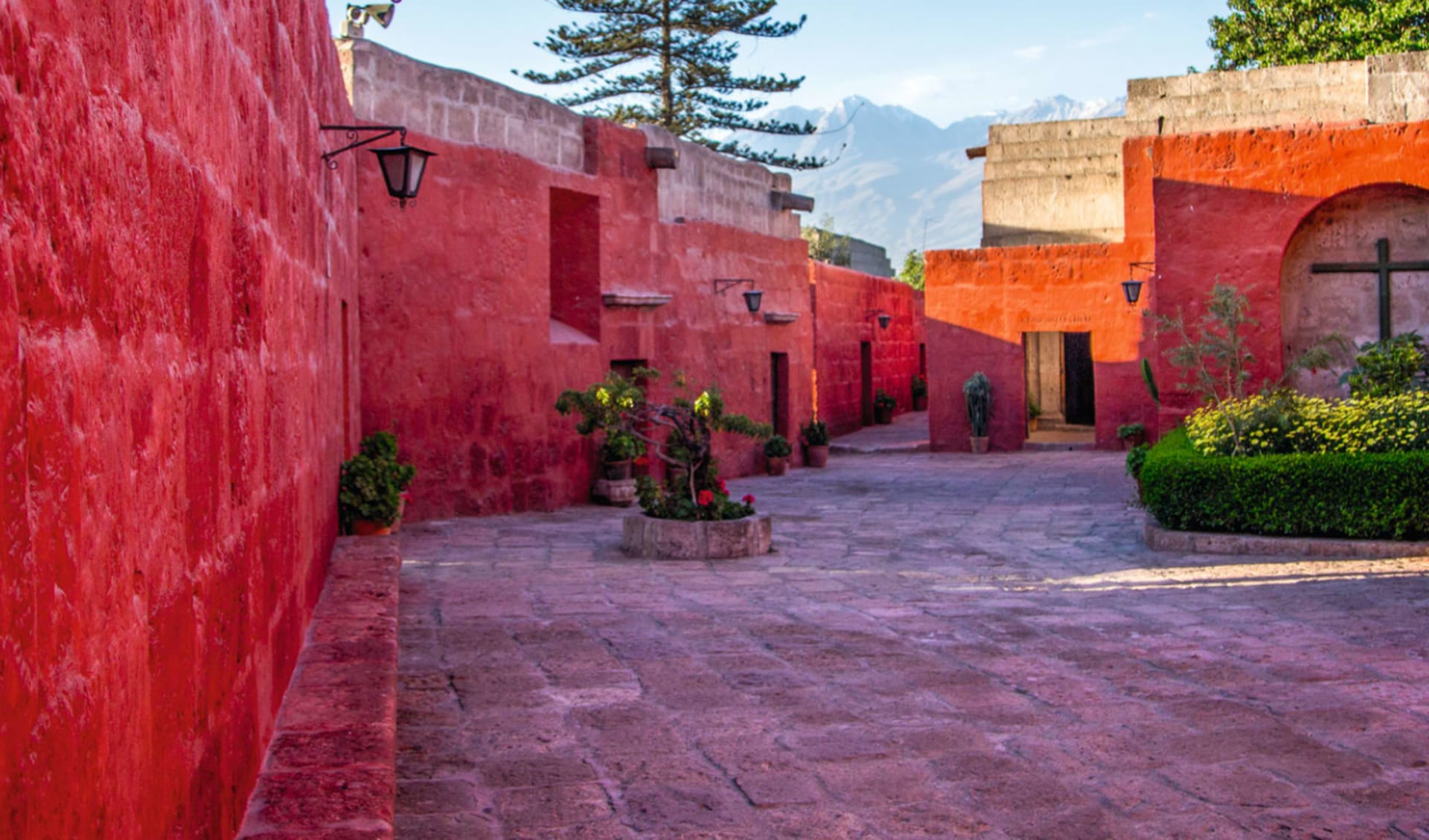 Lima - Nazca - Arequipa: Peru - Santa Catalina - farbige Häuser