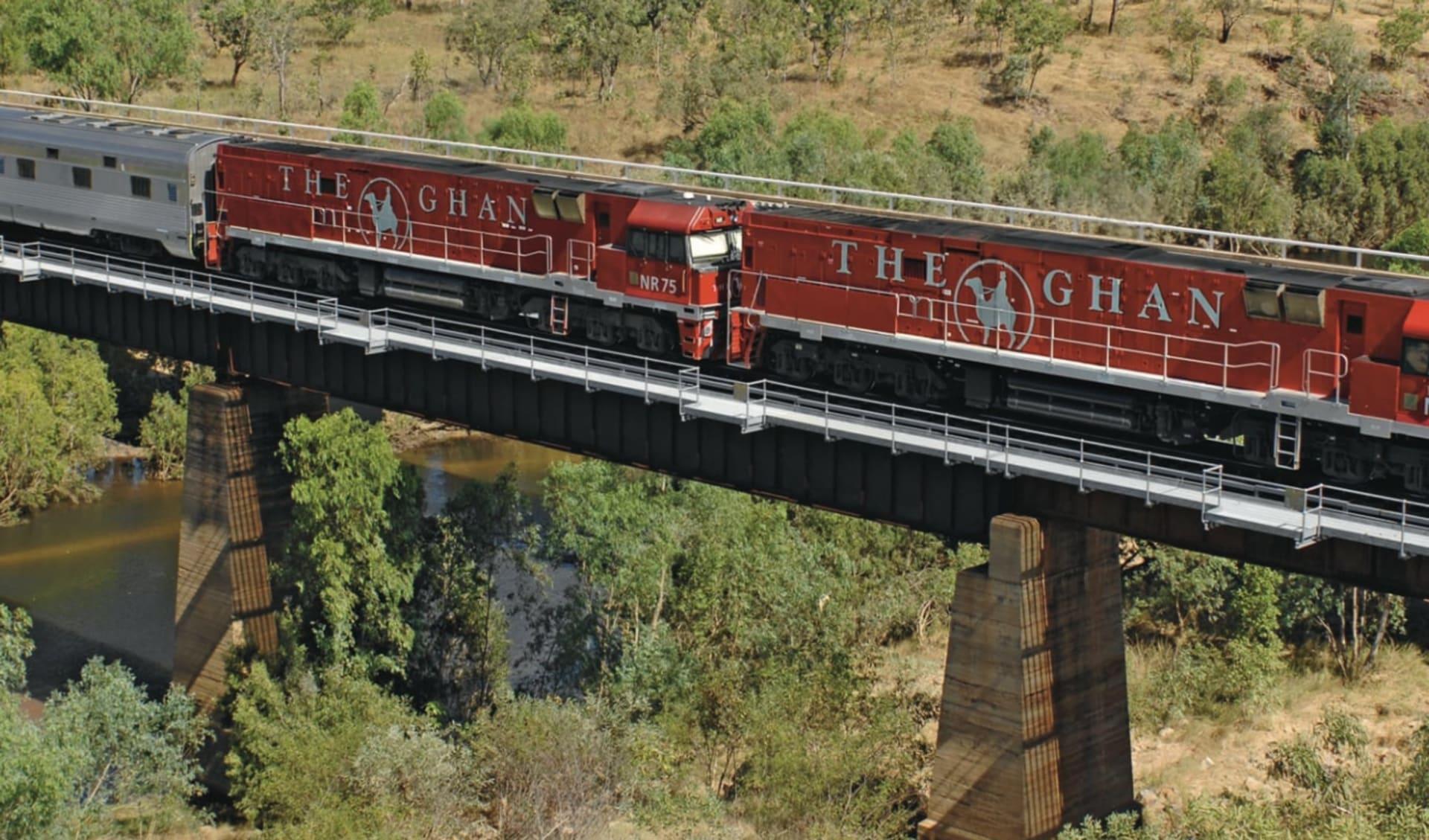 The Ghan von Adelaide bis Darwin: Australien - Bahnreisen - The Ghan auf Brücke