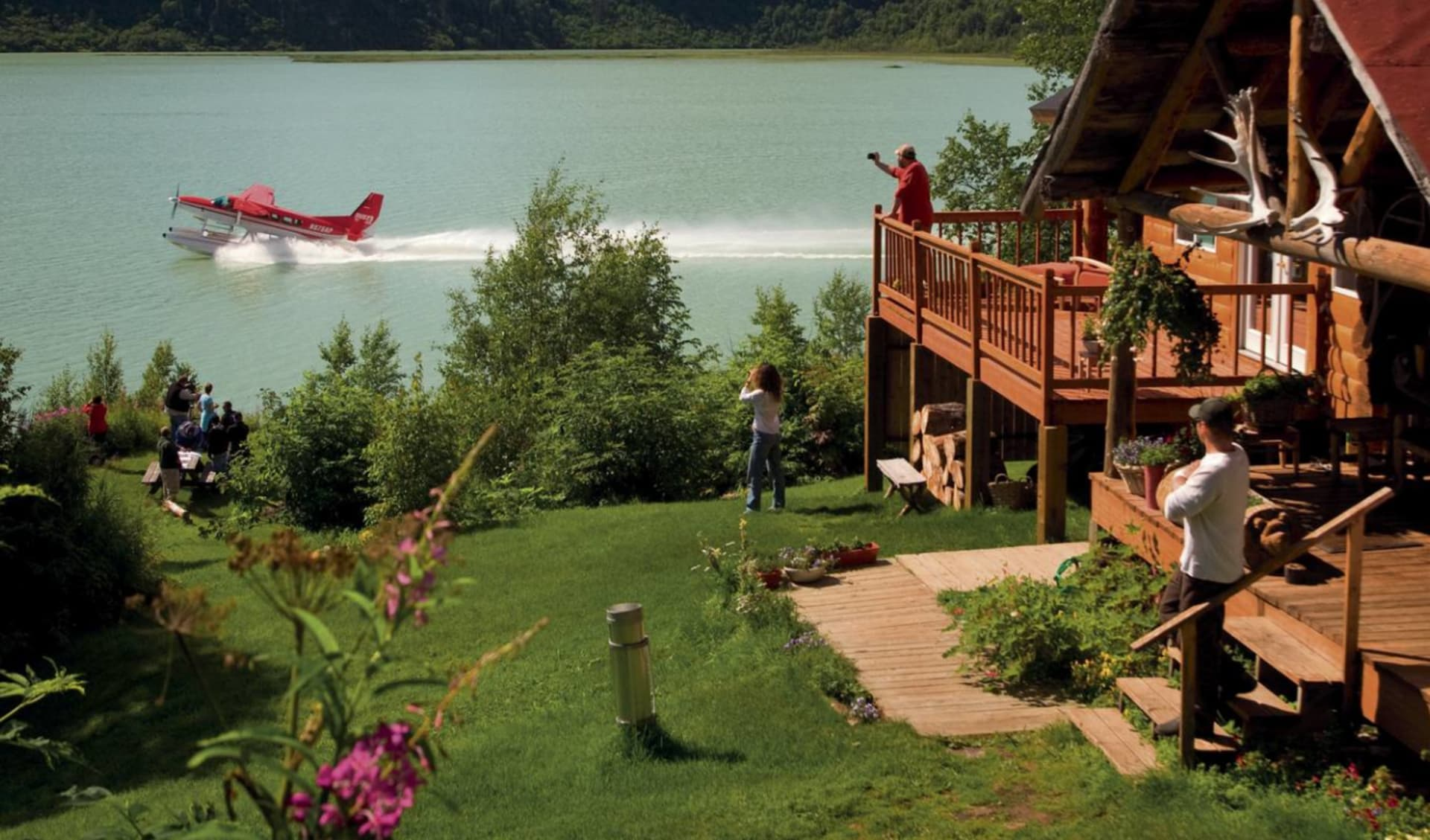 Bärenbeobachtung Redoubt Bay Lodge 3 Tage ab Anchorage: Alaska - Redoubt Bay Lodge - Hauptgebäude