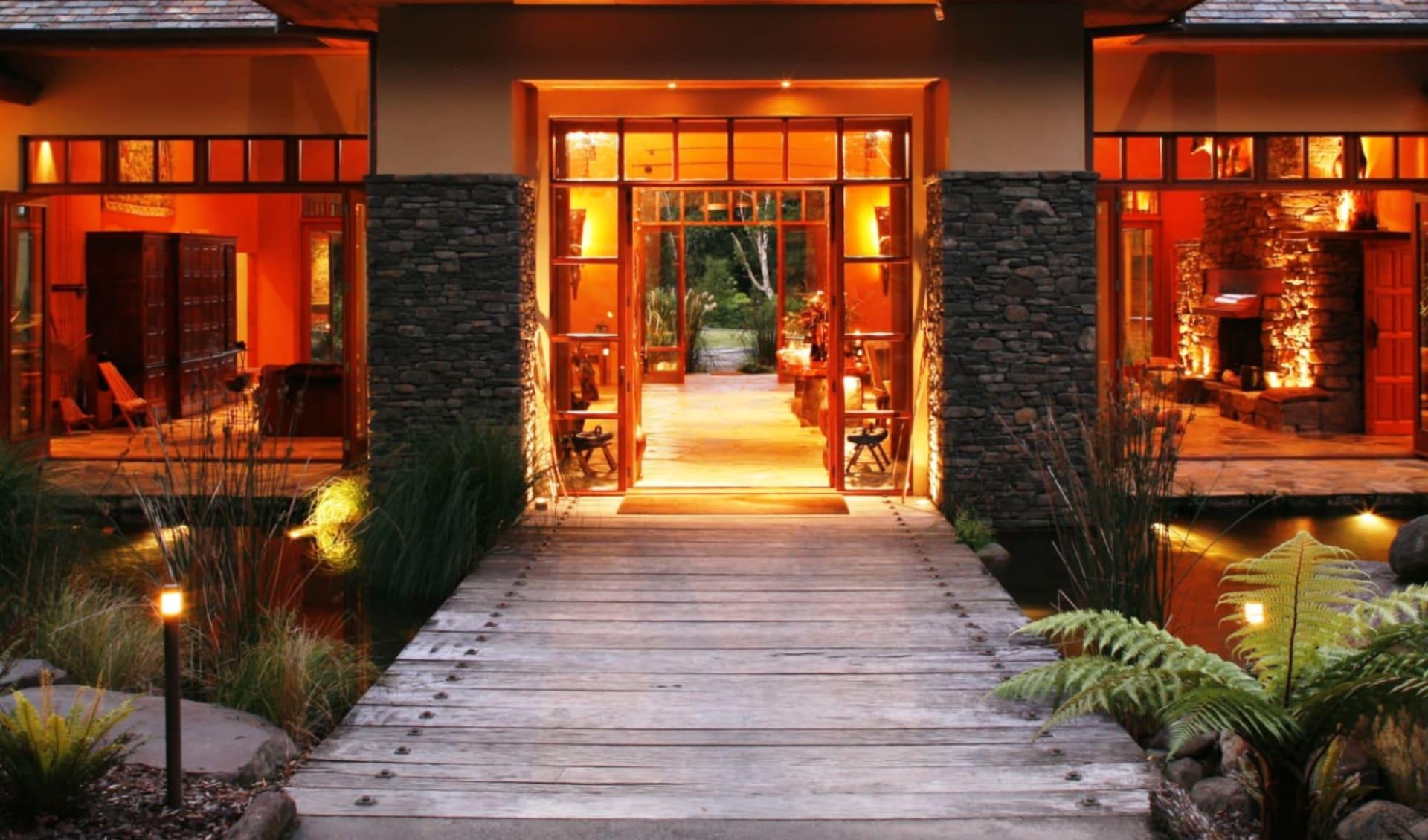 Treetops Lodge in Rotorua: Facilities Treetops Lodge - Grand Enterance