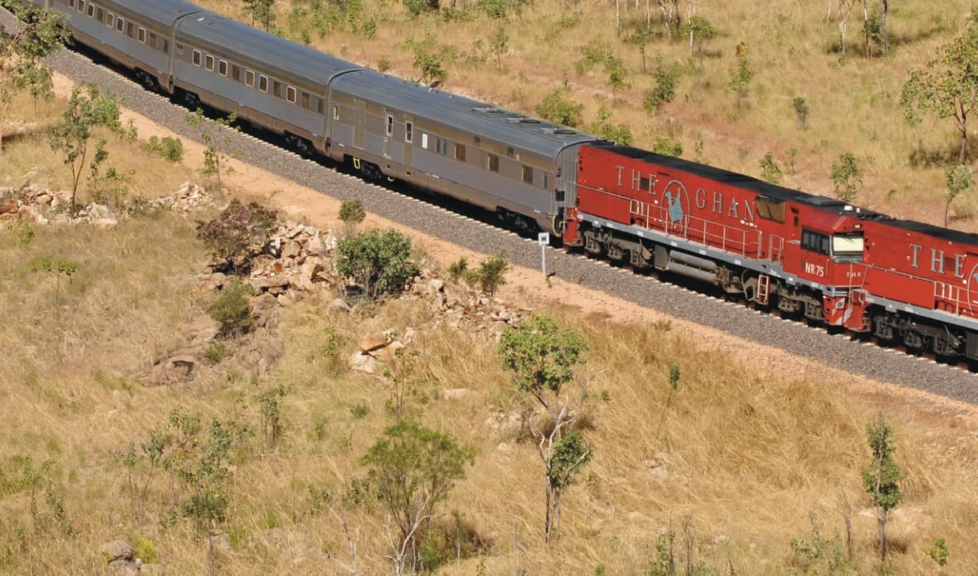 The Ghan von Darwin bis Alice Springs: Australien - Bahnreisen - The Ghan in Kurve