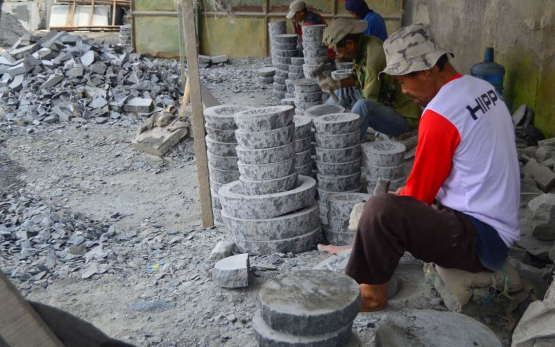Muntilan, Pusat Kerajinan Batuan Alam Dari Gunung Merapi