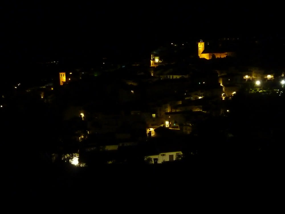 The town of Cazorla at night