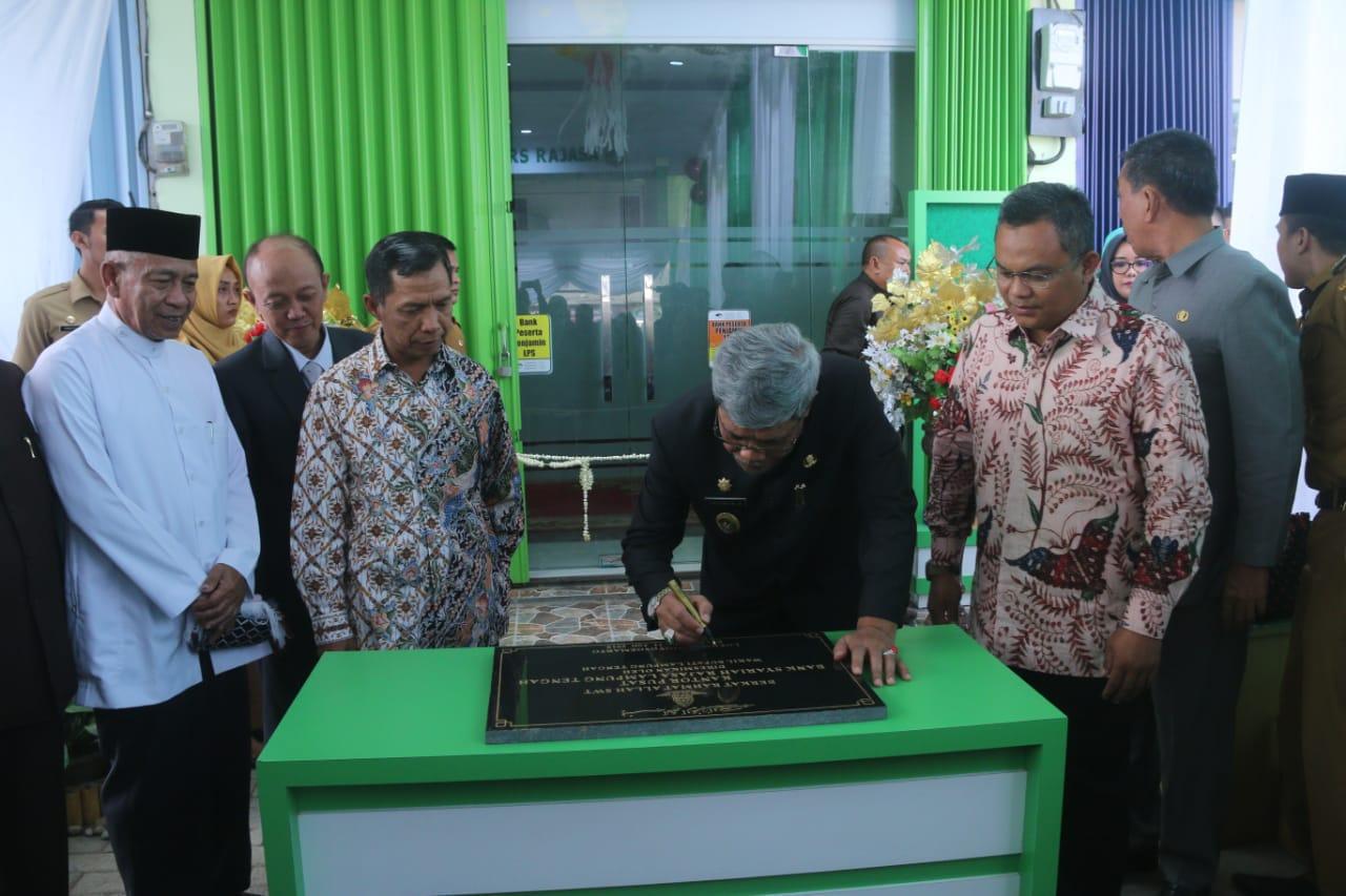 Wabup Loekman Resmikan Kantor Pusat Bank BPRS Rajasa Lamteng