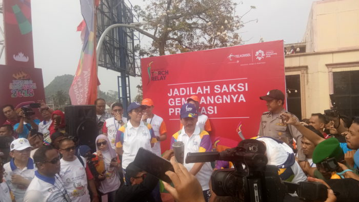 Sambut Tourch Relay Asian Games 2018, Herman HN Dan Sri Mulyani Nyalakan Api Obor