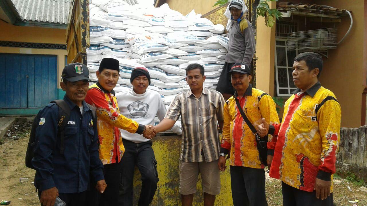 Pemkab Lamtim Berikan Bantuan Rastra Pada Warga Kurang Mampu di Desa Raman Aji