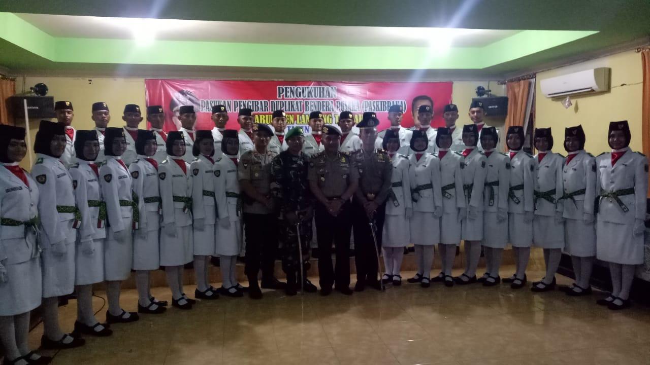 Wabup Loekman Kukuhkan Anggota Paskibraka Lampung Tengah