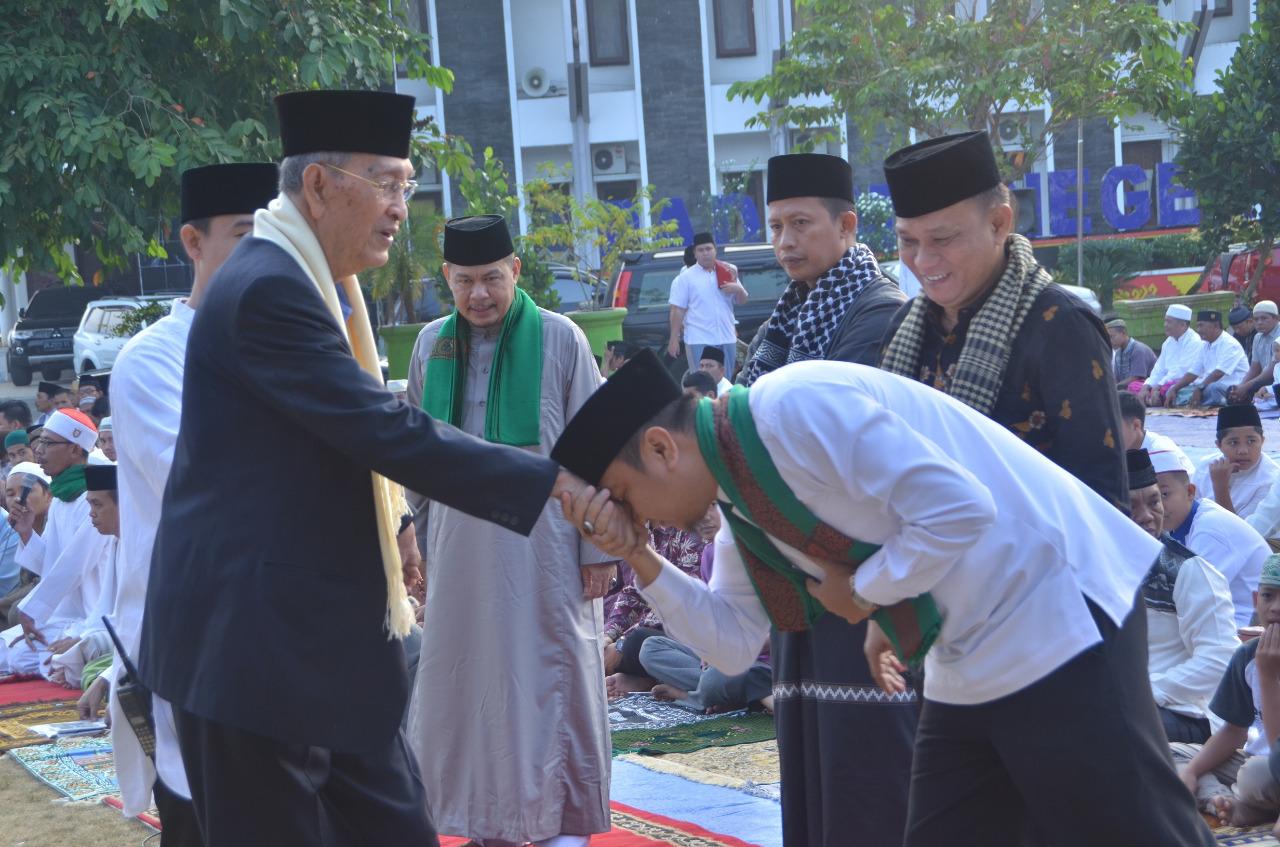 Bupati H. Agung Ilmu Mangkunegara Sholat Idul Adha di Masjid halaman Pemkab Lampung Utara