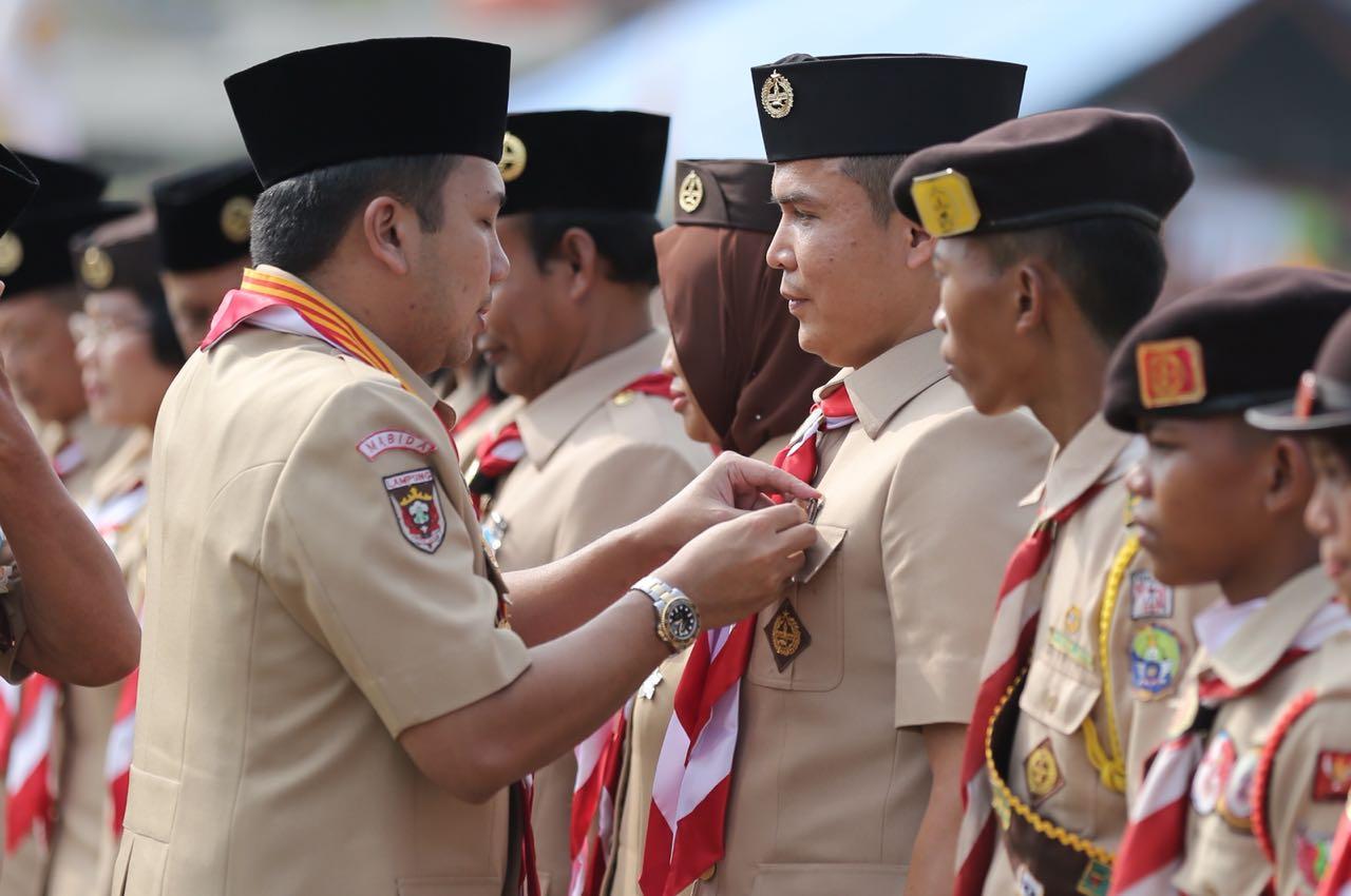 Gubernur Lampung M Ridho Ficardo Serahkan 28 Penganugerahan Tanda Penghargaan Gerakan Pramuka