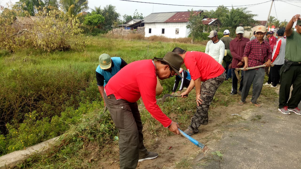 Antusias Masyarakat Kampung Cabang Tidak Terbendung Saat Gotong Royong Bersama Wabup Loekman