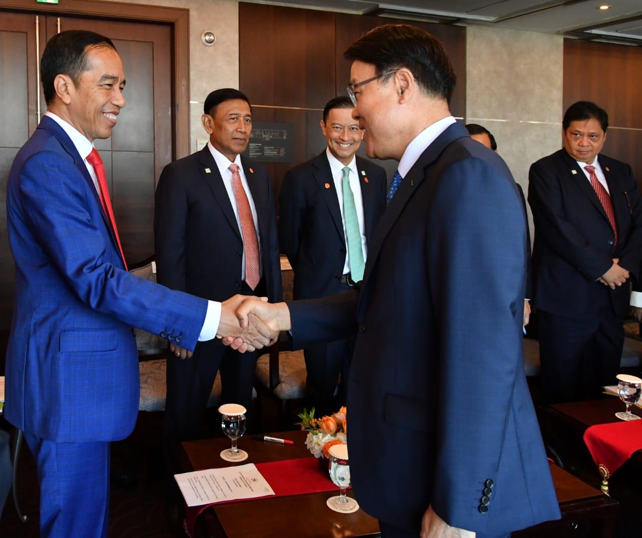 Presiden Jokowi Bertemu dengan Empat Pimpinan Perusahaan Korea Selatan
