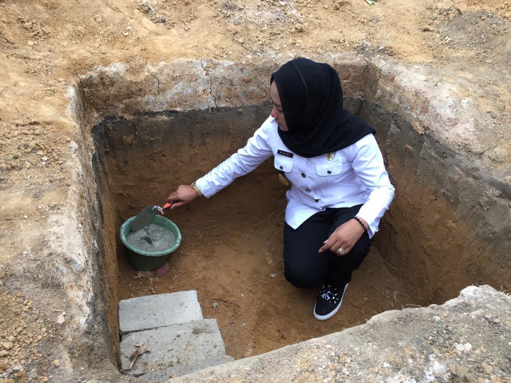 Bupati Tulang Bawang Hj.Winarti Melakukan Peletakan Batu Pertama di Masjid Pondok Pesantren Al-Munfarijah Bujung Tenuk