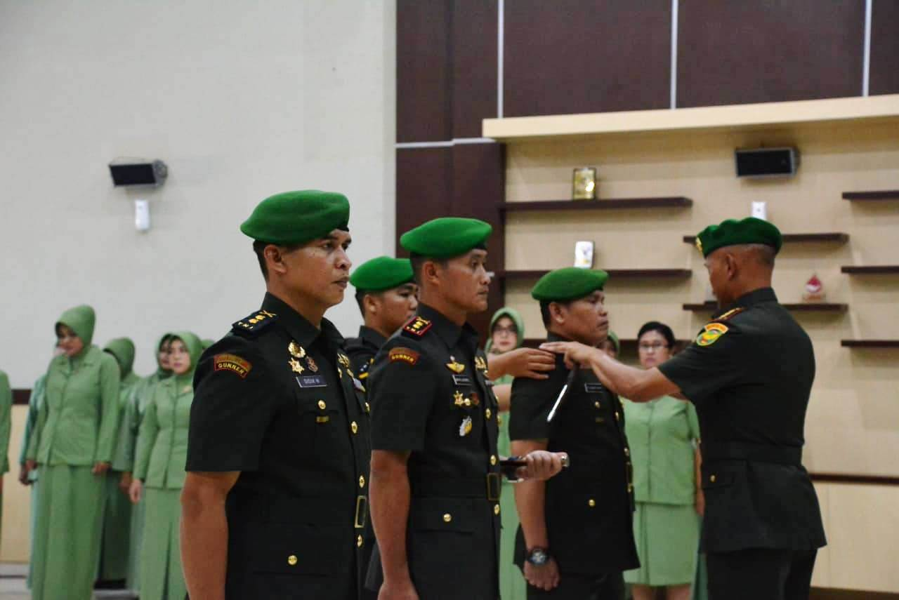 Danrem 043/Gatam Kolonel Kav Erwin Djatniko Pimpin Sertijab Dandim 0410/KBL Dan Pelepasan Dandim 0412/LU