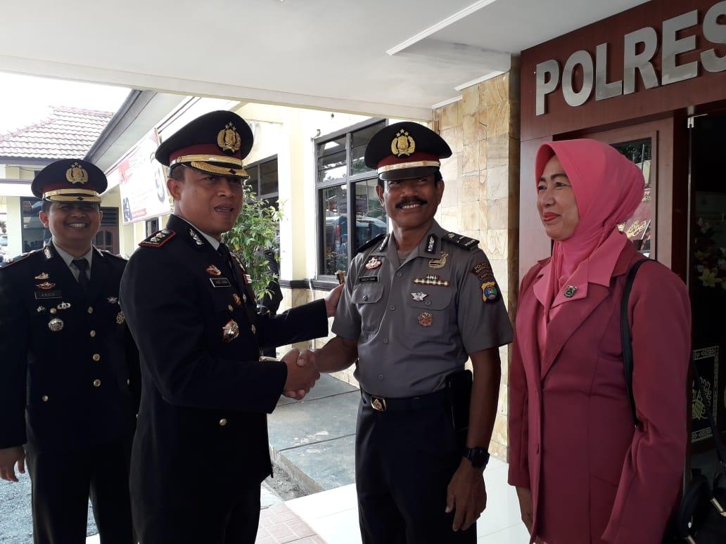 Seorang Anggota Polres Tanggamus Diberi Kenaikan Pangkat Insfektur Polisi