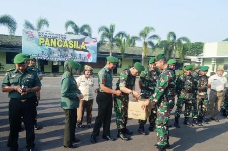 Peduli Korban Gempa Tsunami Palu dan Donggala, Prajurit dan ASN Korem 043/GATAM Sumbang Dana dan Pakaian
