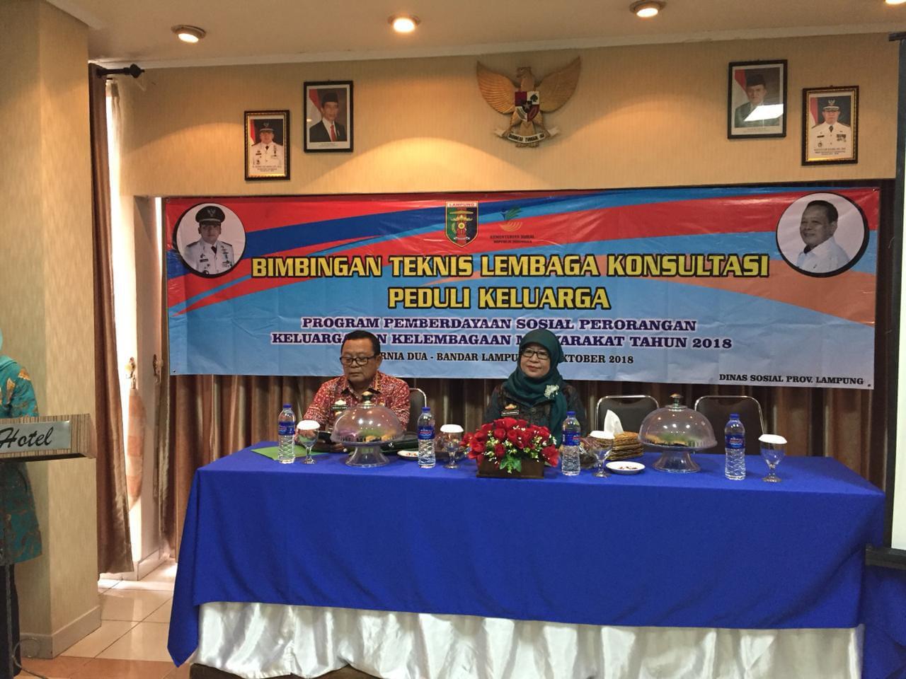 Kepala Dinsos Lampung Membuka Bimtek Pengurus Family Care Unit
