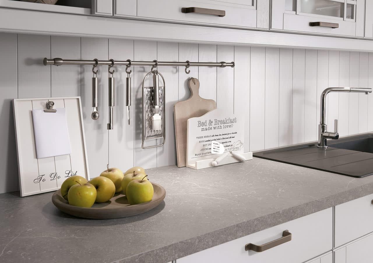 Landhaus-Einbauküche Norina 9985-Seidengrau-Lack - küchenquelle
