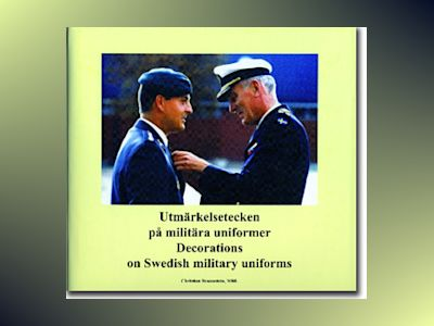 Utmärkelsetecken på militära uniformer = Decorations on Swedish military uniforms av Christian Braunstein