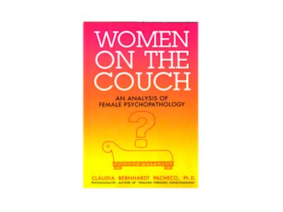 Women on the couch av Claudia Pacheco