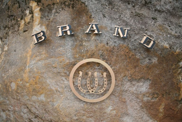 Brand vineyards sign with two horseshoes