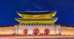 서울 달빛 아래 걷는  고궁 산책