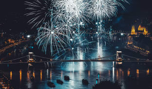 8월, 헝가리 탄생을 축하하며